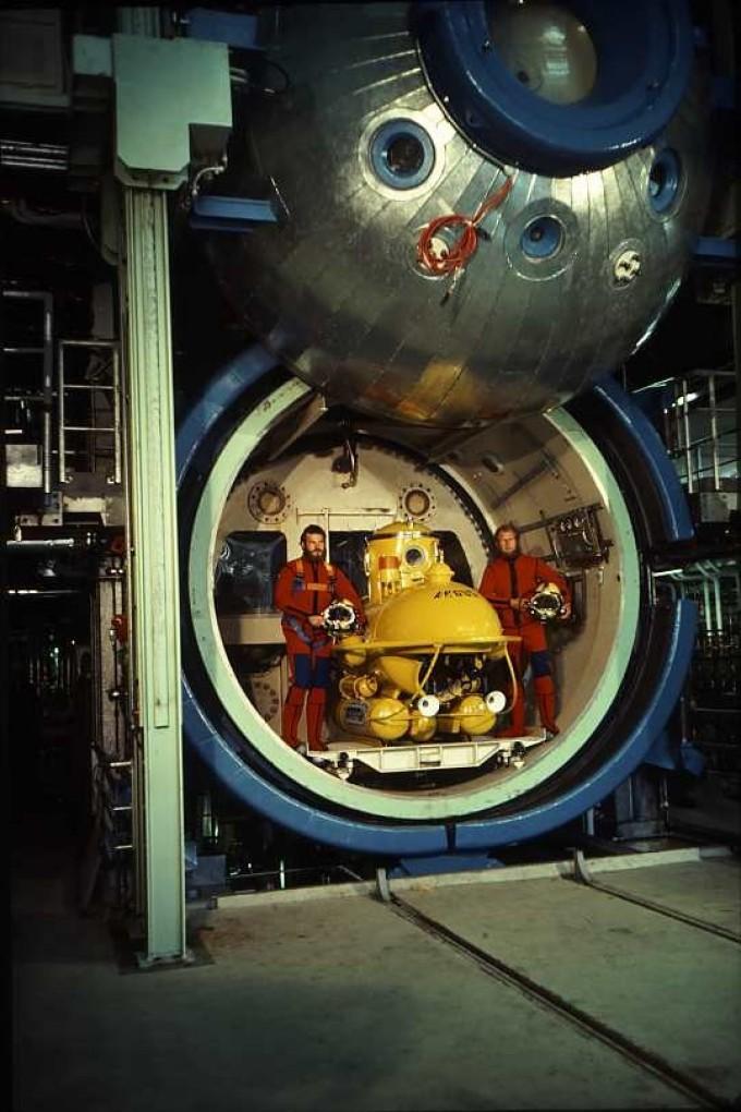 divers and submersible in the main test chamber