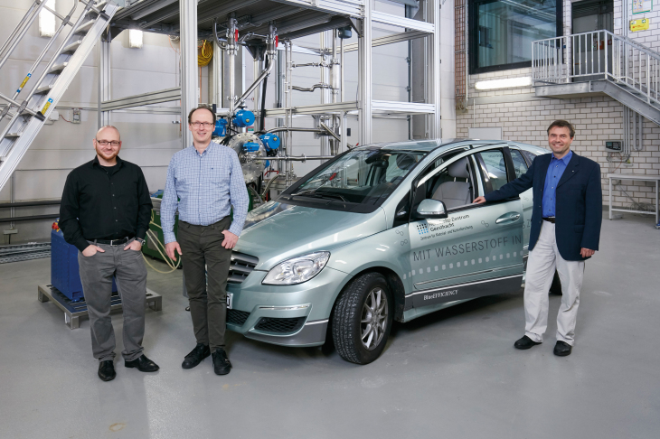 Thomas Klassen, Martin Dornheim and Mauricio Schieda in front of the hydrogen car